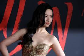 Mulan' Actress Liu Yifei Dazzles in Elie Saab at Premiere [PHOTOS] – WWD